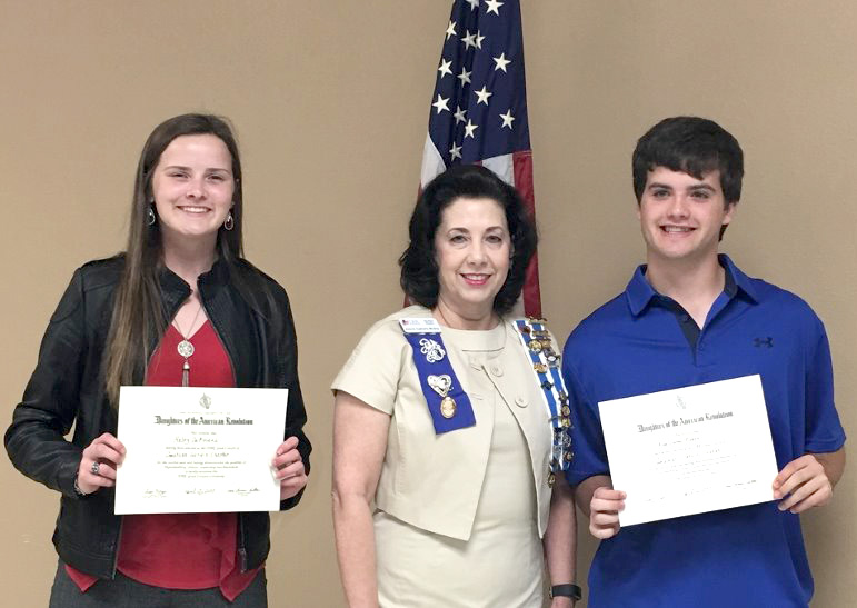 Local DAR Chapter Presents Good Citizen Awards to Students