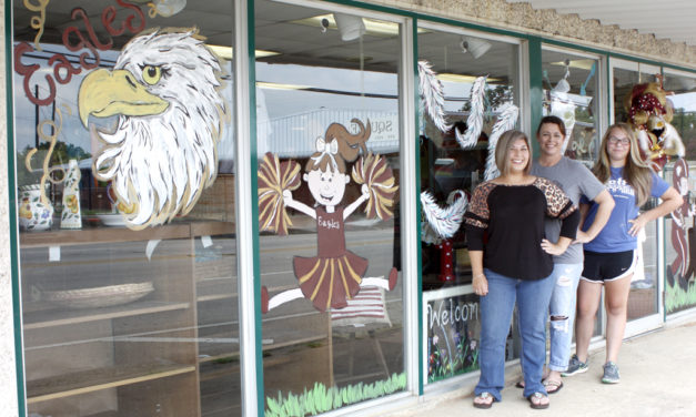 Businesses Decorate Windows to Show School Spirit