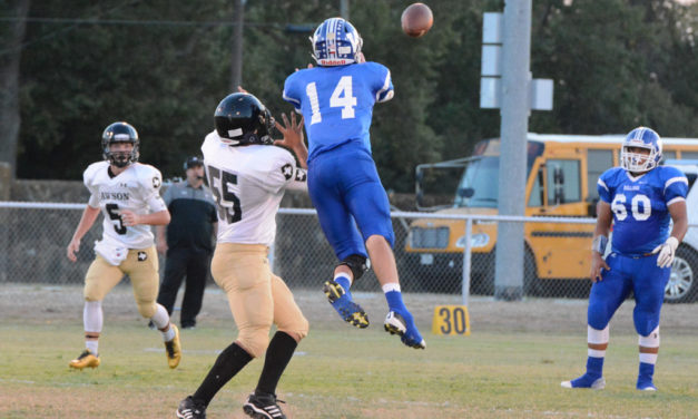 Bulldogs Defense Sets Tone to Stay Perfect