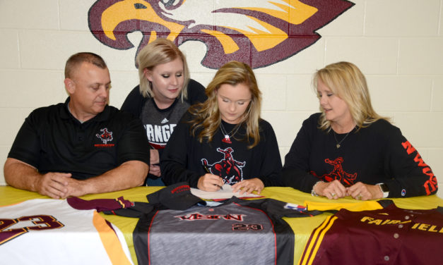 Lauran Adcock Signs Letter of Intent