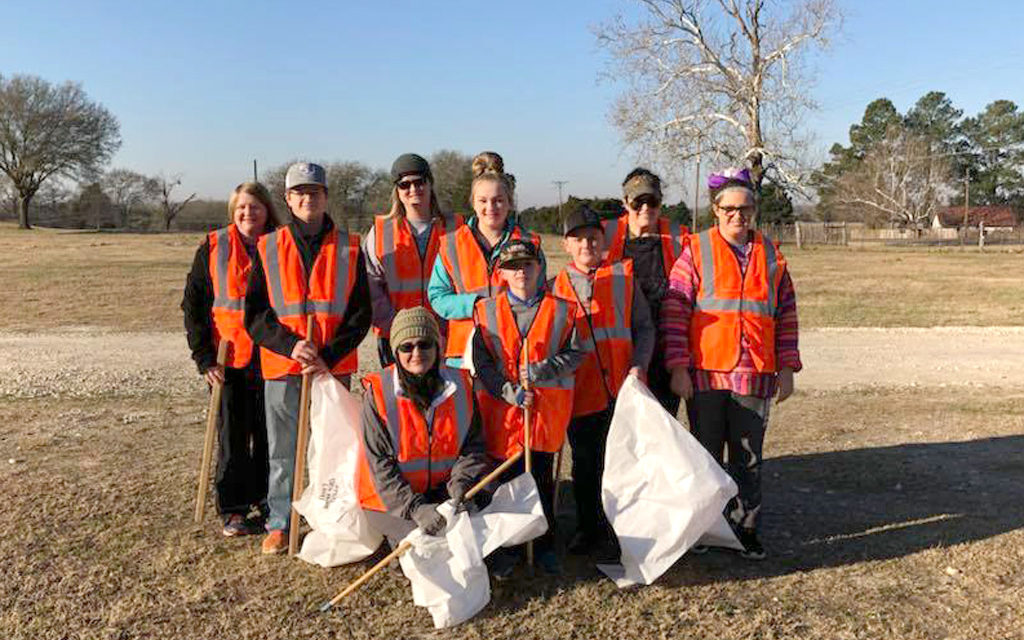 Freestone County 4-H Groups Clean up Highway